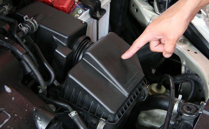 localização onde fica o filtro de ar do carro