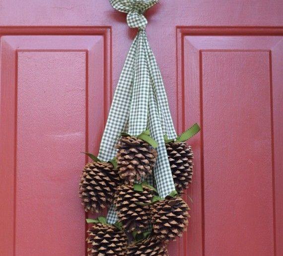 pinhas perfumadas penduradas na porta