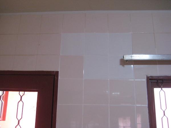 parede pronta com azulejos diferentes