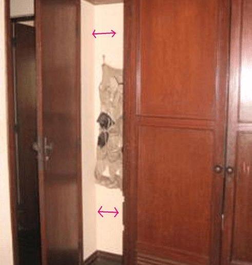 espaço vazio atras da porta do armário