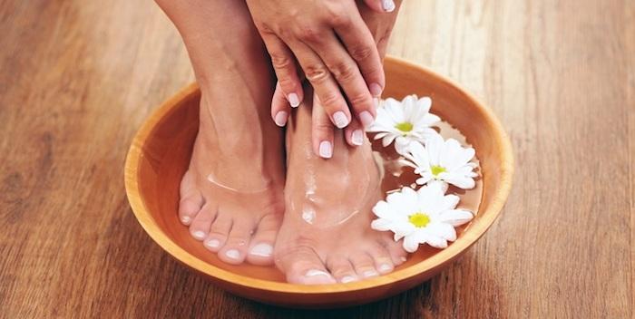 escalda pés com flores