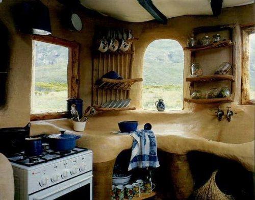 cozinha de uma casa construída com barro