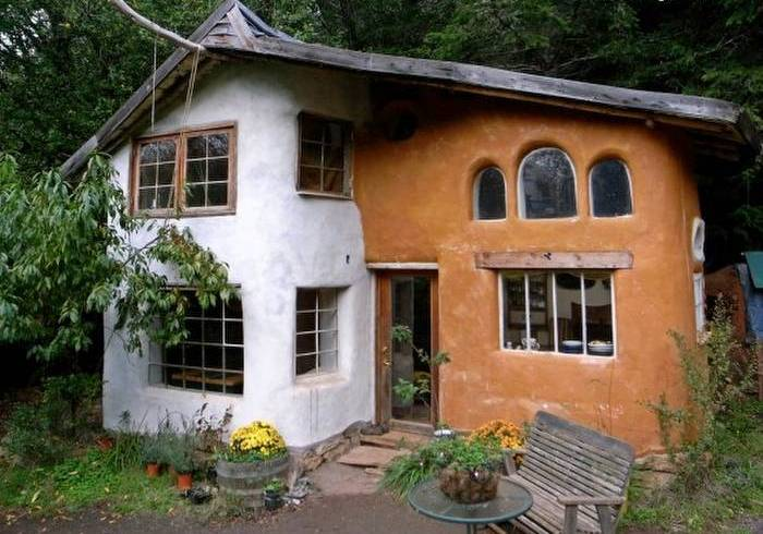 casa de barro de duas cores