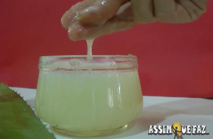 gel de aloe vera tem uma textura gelatinosa e fria