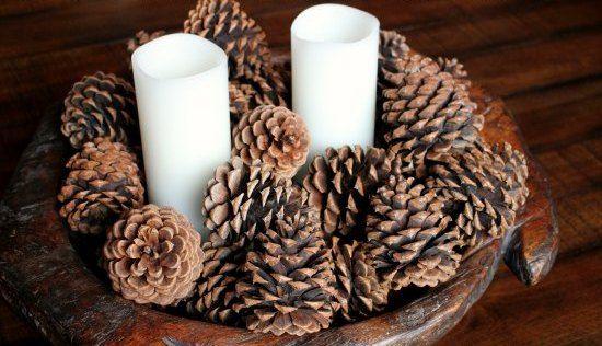 pinhas perfumadas com velas brancas