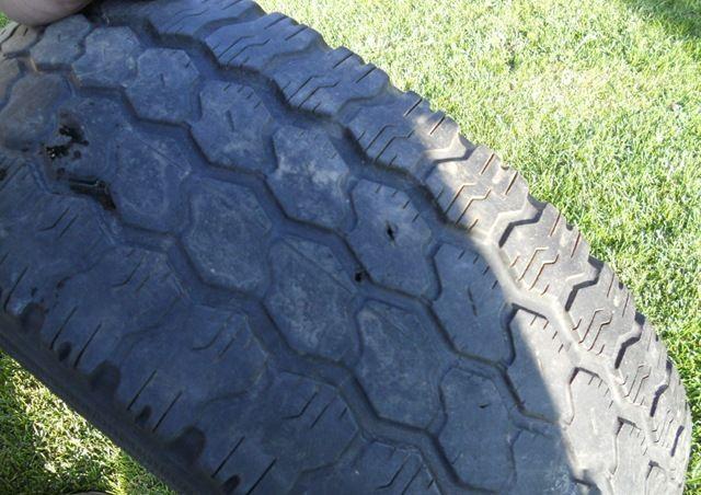 pneu velho com furo