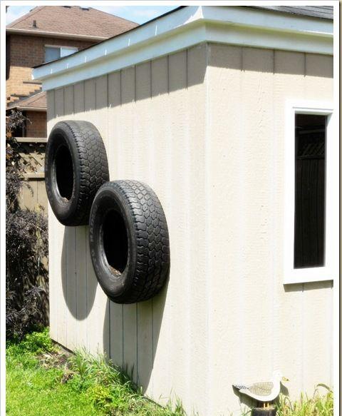 pneus velhos pendurar numa parede no jardim