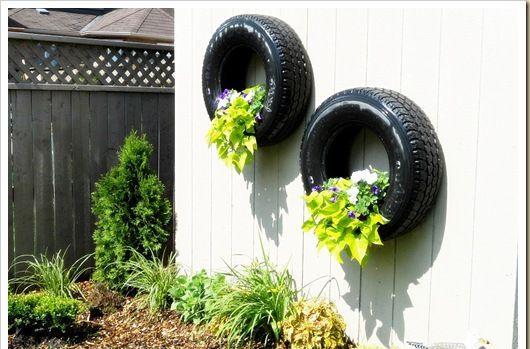 pneus já pendurados com suas plantas