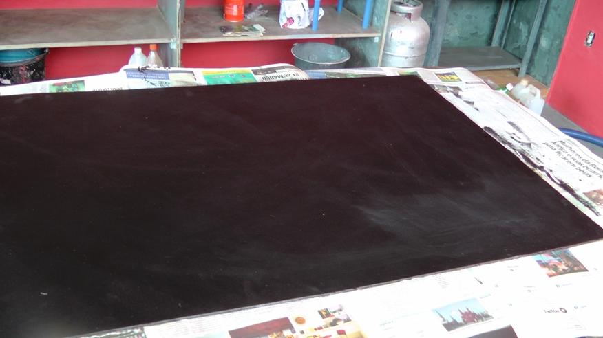 madeira todo pintada de negro