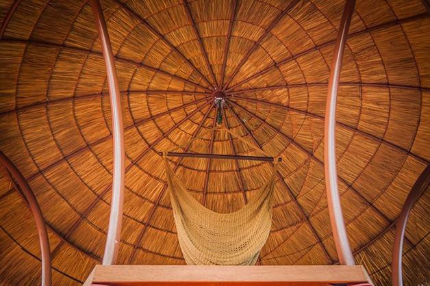 telhado de sapé visto por dentro