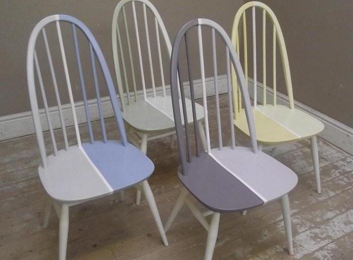 cadeiras pintadas com desenhos geométricos