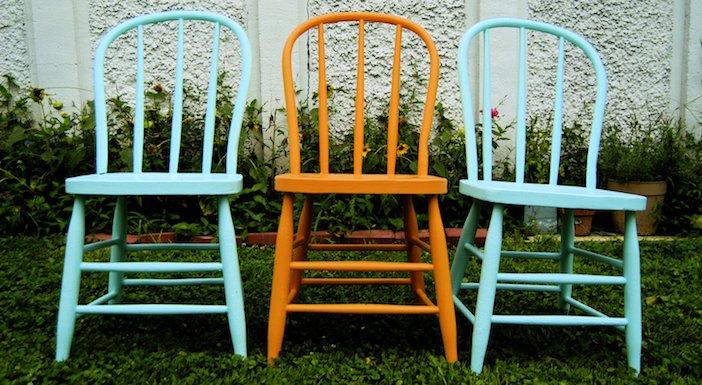 cadeiras com diferentes cores