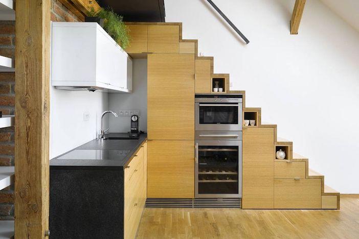 cartórios de cozinha abaixo da escada