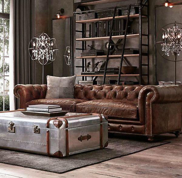 sofa de couro velho mesa de bau de metal