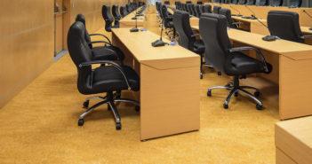 escritório com piso linóleo