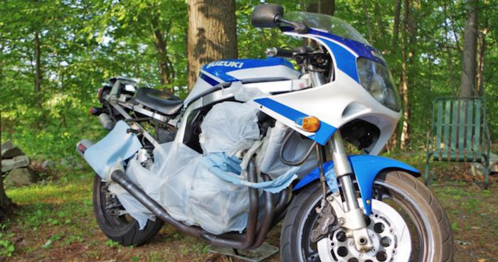 moto preparada para receber pintura