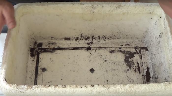 cima de isopor com buracos de drenagem