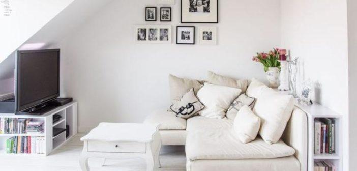 soda branco televisão baixo escada