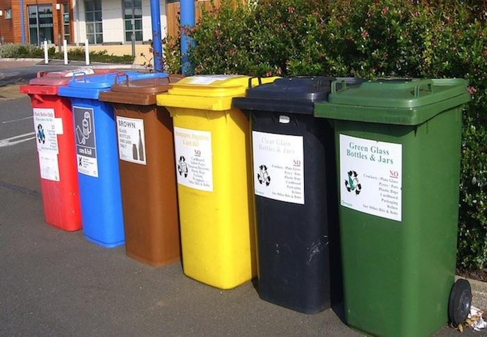 LATAS diferentes de lixo