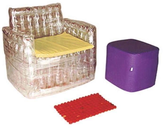 sofa feito com garrafas pet