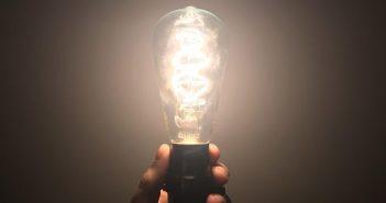 lâmpada acessa