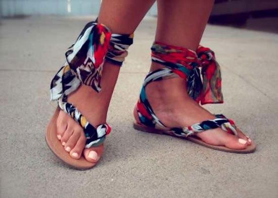sandálias de tecidos