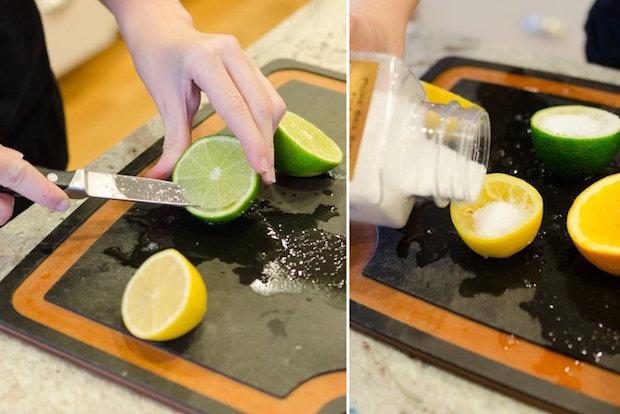 tirando polpa do limão