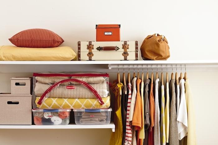 armário organizado