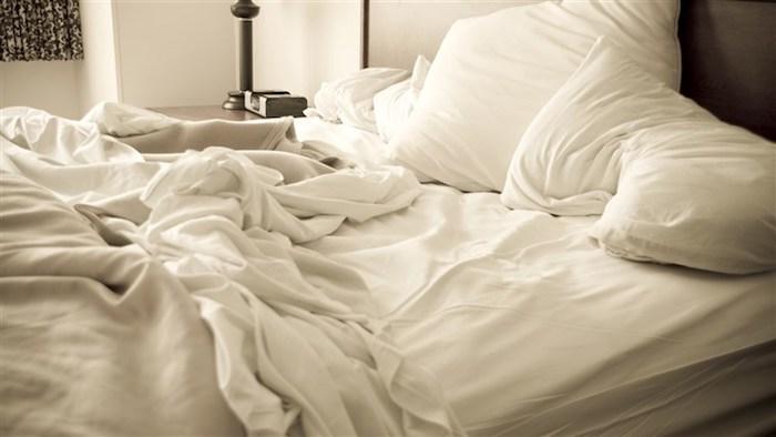 remover poeira cama