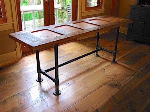 mesa feita com porta velha