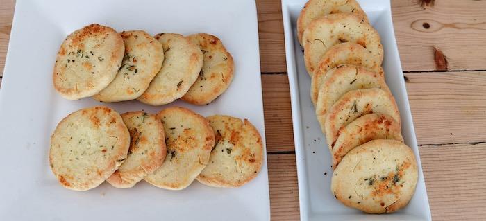 biscoite de queijo e ervas